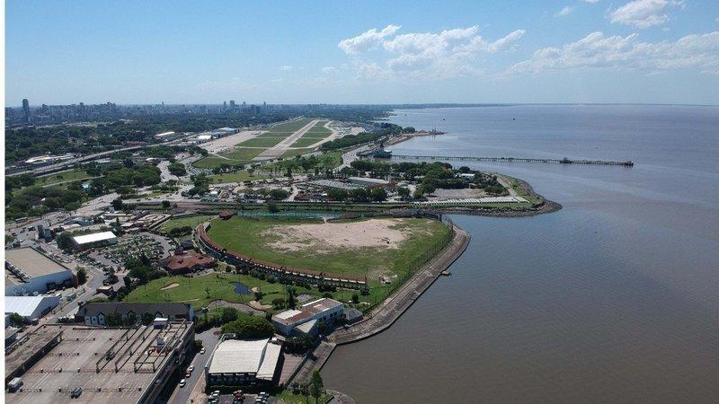 El gobierno de la Ciudad de Buenos Aires, planea la venta y reurbanización de toda la Costera Norte. Empieza con Costa Salguero