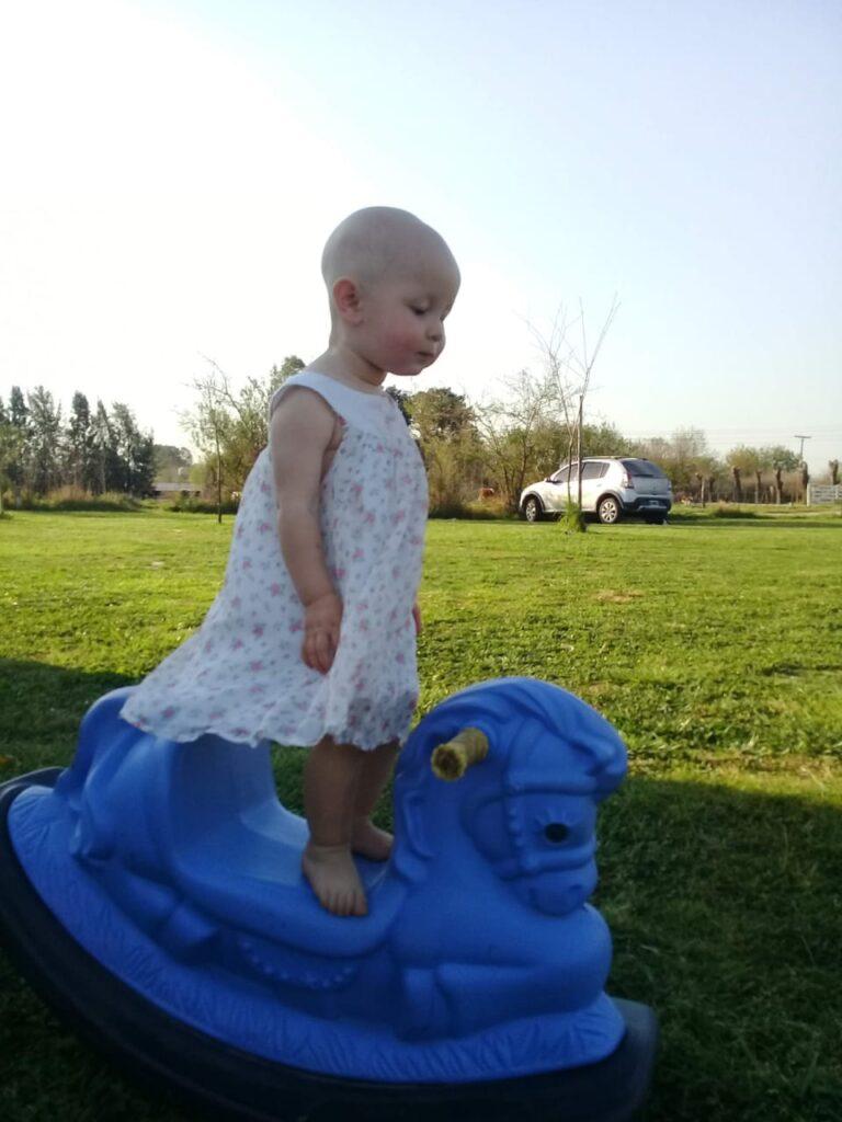 El Glifosato enferma y mata.Una madre contra los agrotóxicos. La hija de Verónica sufre de Alopecia universal.