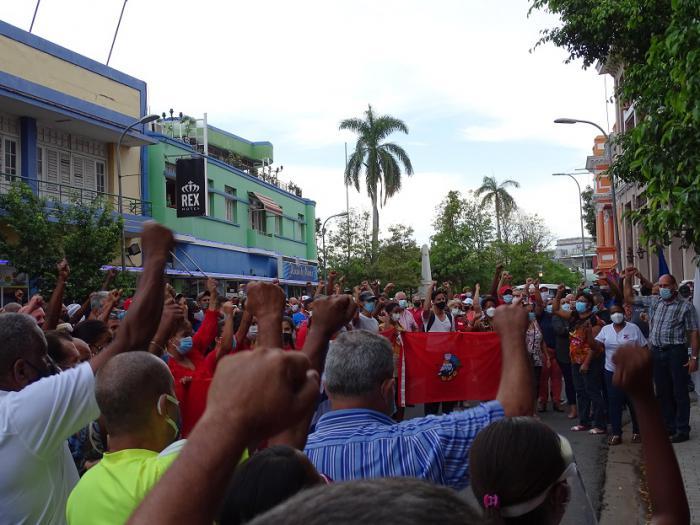 ¿Qué pasa en Cuba? Atilio Boron. Lo que se oculta, las marchas a favor de la Revolución.
